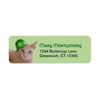 Étiquette Chat orange mignon utilisant un casquette
