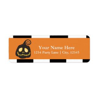 Étiquette Citrouille noir souriant de Halloween lunatique