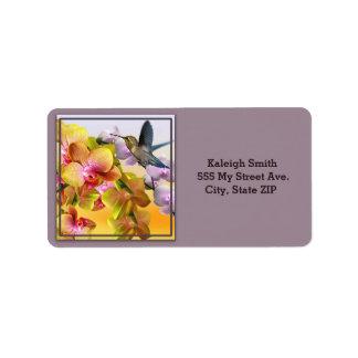 Étiquette Colibri sur des lilas et des orchidées sur le