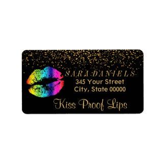 Étiquette Confettis d'or et lèvres d'arc-en-ciel sur le noir