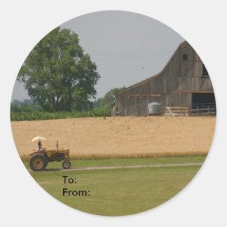 Étiquette de tracteur et de cadeau de grange sticker rond
