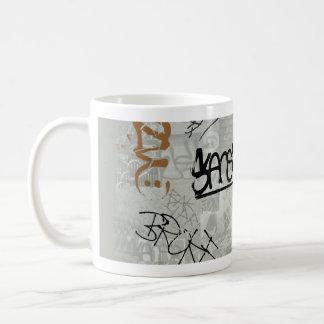 Étiquette ! Graffiti sur la tasse !
