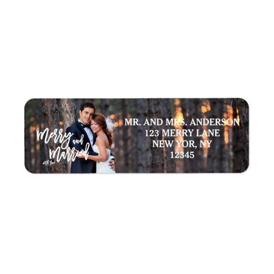 Étiquette Joyeuse et mariée photo de vacances du manuscrit |