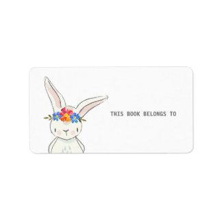 Étiquette Le lapin blanc mignon ce livre appartient aux