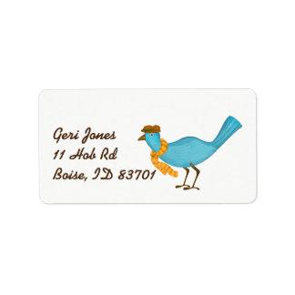 Étiquette L'oiseau (bleu) s'est habillé dans le casquette et