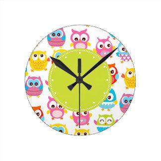 Étiquette mignon de vert de hiboux de Litte Horloge Ronde