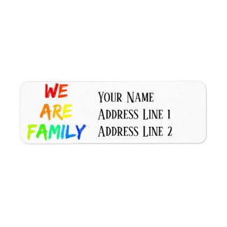 Étiquette Nous sommes adoption d'arc-en-ciel de famille,