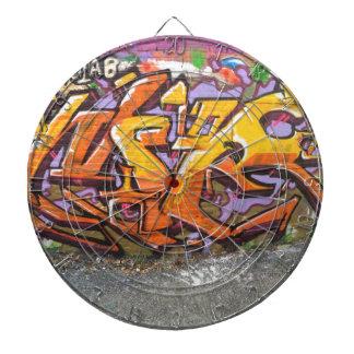 Étiquette orange de graffiti jeu de fléchettes