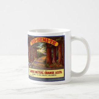 Étiquette orange vintage de Yo-Semi-Te Mug