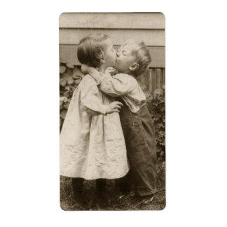 Étiquette Photo vintage d'amour des enfants embrassant dans