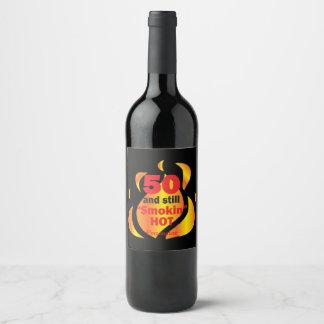 Étiquette Pour Bouteilles De Vin 50 et toujours anniversaire chaud de Smokin |