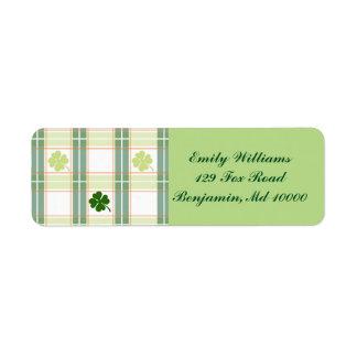 Étiquette Trèfles verts de feuille du plaid quatre