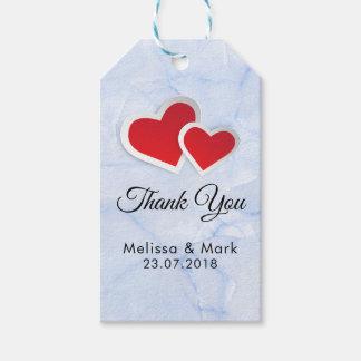 Étiquettes-cadeau 2 coeurs de papier rouges sur le mariage de marbre