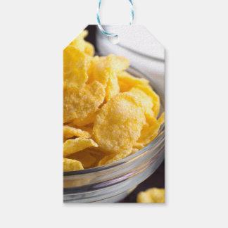 Étiquettes-cadeau Cornflakes dans un plan rapproché transparent de