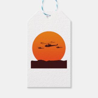 Étiquettes-cadeau couperets à la plage de coucher du soleil
