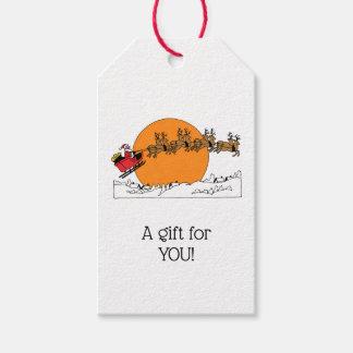 Étiquettes-cadeau Le renne de Père Noël au-dessus de la neige a