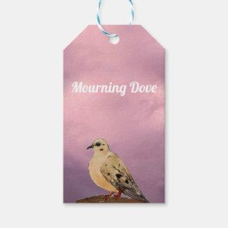 Étiquettes-cadeau Oiseau de deuil de jardin de colombe sur la