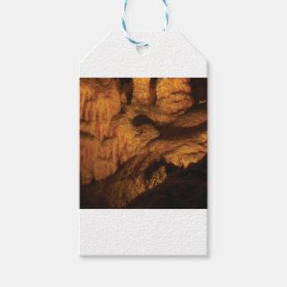Étiquettes-cadeau ombre à l'intérieur d'une caverne