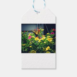 Étiquettes-cadeau Papillon jaune avec la photo de fleurs