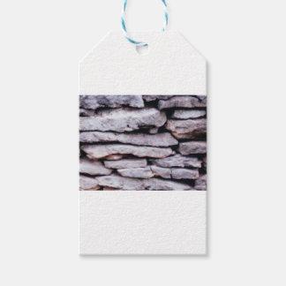Étiquettes-cadeau pile de roche formée