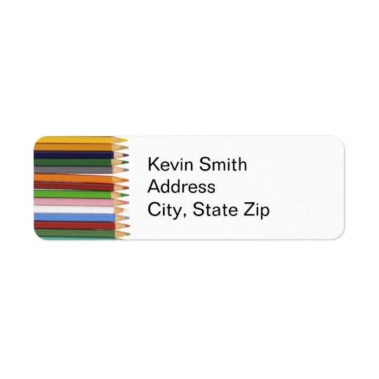 Étiquettes de adresse de retour colorés de crayons