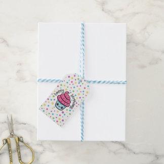Étiquettes heureuses de cadeau de petit gâteau