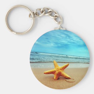 Étoile de mer sur la plage, ciel bleu, océan porte-clés