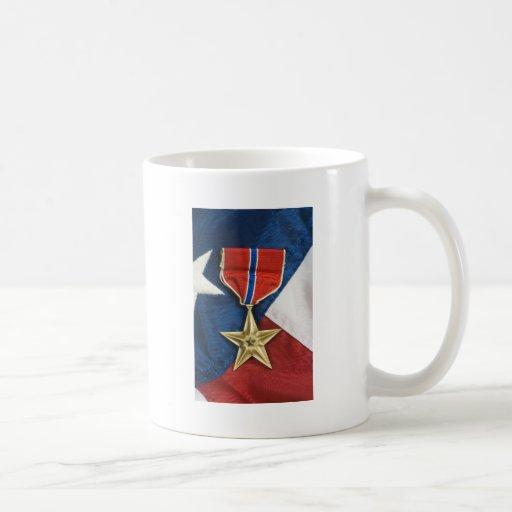 Étoile en bronze sur le drapeau américain tasse à café