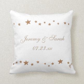 Étoiles animées d'or personnalisées épousant des oreillers