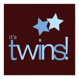 Étoiles bleues de garçons jumeaux sur le baby carton d'invitation  13,33 cm