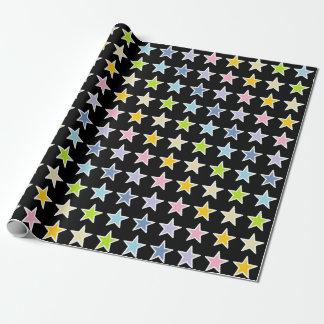 Étoiles en pastel d'arc-en-ciel décrites par blanc papiers cadeaux