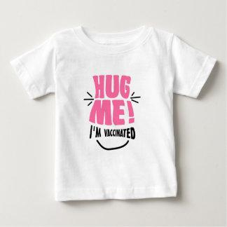 Étreignez-moi ! Je suis vacciné T-shirt Pour Bébé