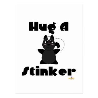 Étreinte gentille à croquer de mouffette un navet carte postale