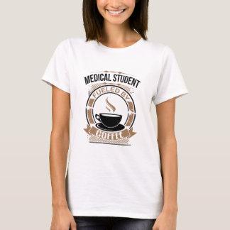 Étudiant en médecine rempli de combustible par le t-shirt