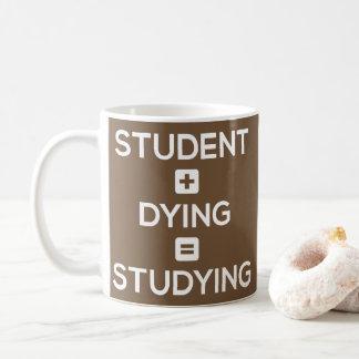 Étudiant + Mort = étude - tasse drôle d'étudiants