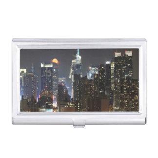Étui Pour Cartes De Visite La lune se lève au-dessus du Midtown New York.
