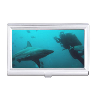 Étui Pour Cartes De Visite Plongée de cage avec des requins de Blacktip