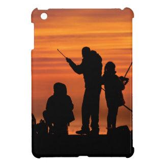 Étuis iPad Mini Les gens pêchant au brise-lames