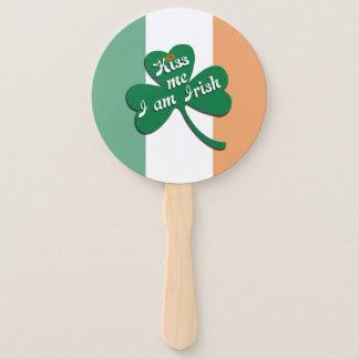 Éventail Embrassez-moi que je suis irlandais