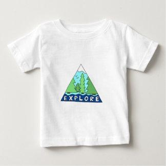 Explorez les montagnes de région sauvage de nature t-shirt pour bébé