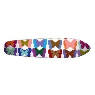 Exposition de papillon plateaux de planche à roulettes