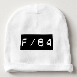 F/64 BONNET DE BÉBÉ