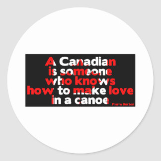 Fabrication de l'amour dans un canoë sticker rond