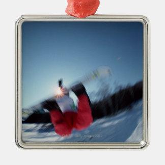 Faire du surf des neiges 12 ornement carré argenté