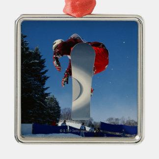 Faire du surf des neiges 5 ornement carré argenté