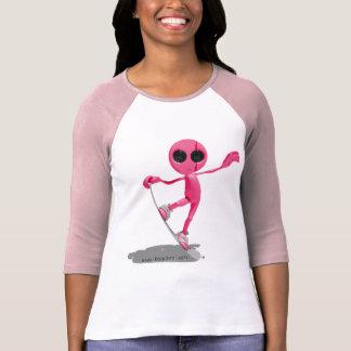 Faire du surf des neiges le T-shirt étranger rose