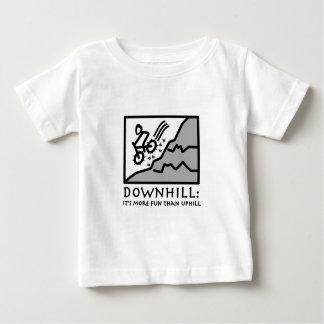 Faire du vélo incliné de montagne de frisson t-shirt pour bébé