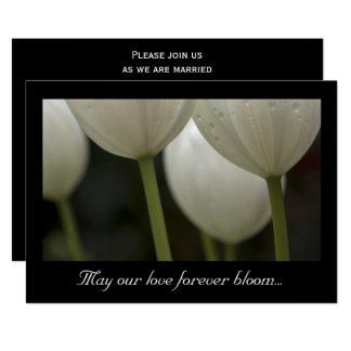 Faire-part de mariage blanc de ressort de tulipes
