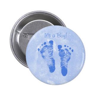 Faire-part de naissance mignon d'empreintes de pas badge avec épingle