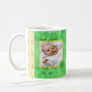Faire-part de naissance vert et jaune de bébé mug blanc